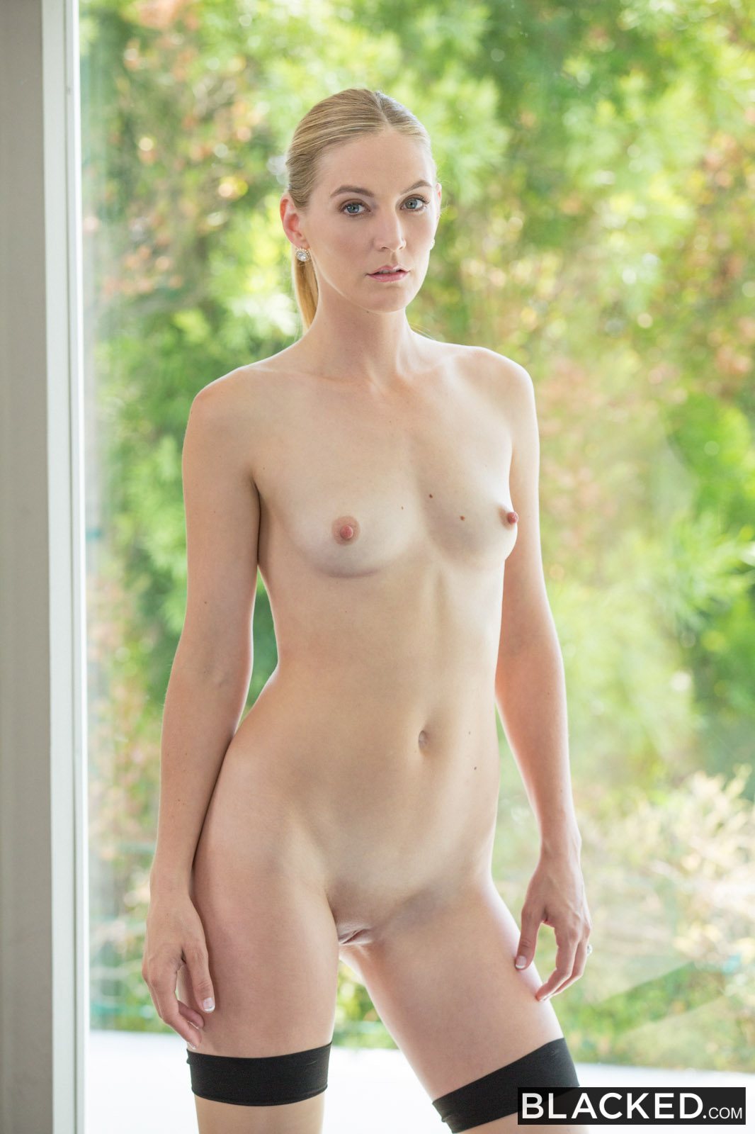 Mona Wales In Hot Wife Enjoys Her Young Neighbors Bbc -8099